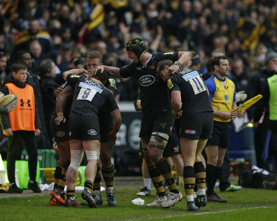 COVENTRY, ENGLAND - FEBRUARY 18: Wasps players celebrate on the final whistle during the Aviva Premiership match between Wasps and Exeter Chiefs at The Ricoh Arena on February 18, 2018 in Coventry, England. (Photo by Henry Browne/Getty Images)